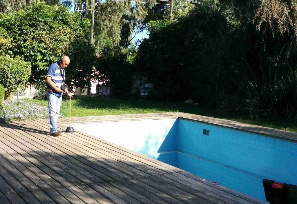 איתור נזילות בבריכה