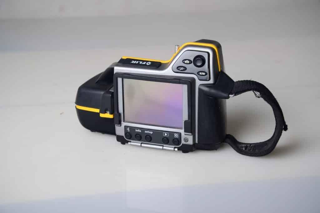 מצלמת אינפרא אדום לאיתור נזילות